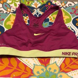 Nike sports bra L 🌴🌴